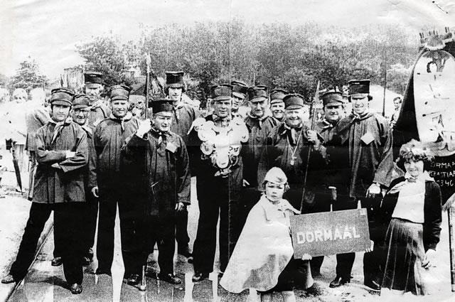1982 St.-Sebastiaensgilde Dormaal - uiterst links de geschiedschrijver