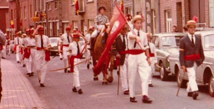 1966 - nieuw kostuum - oude vlag